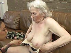 铁杆的女同性恋 性感色情影片